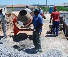 Fabricação De Concreto Na Obra Com Betoneira Para Estrutura De Concreto